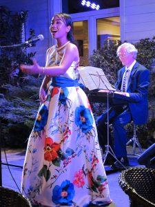 Actuación de la cantante Diana Jacobs en la cena del Club de Polo de Barcelona